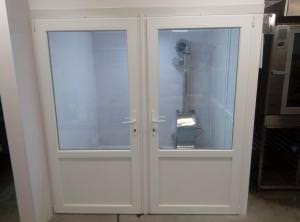 Расстойка с стеклянной дверью